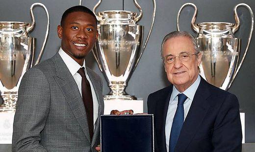 David Alaba mit Vereinspräsident Florentino Perez