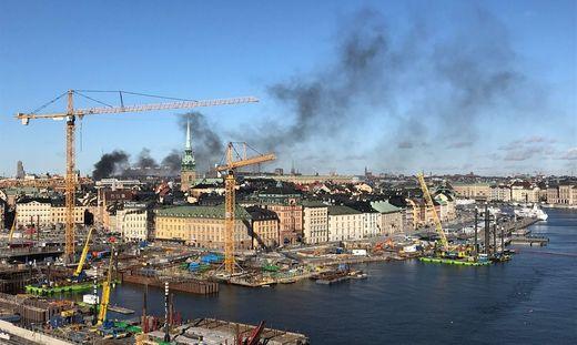 Ein Bus explodierte in der schwedischen Hauptstadt Stockholm - Rauchsäule über Tegelbacken