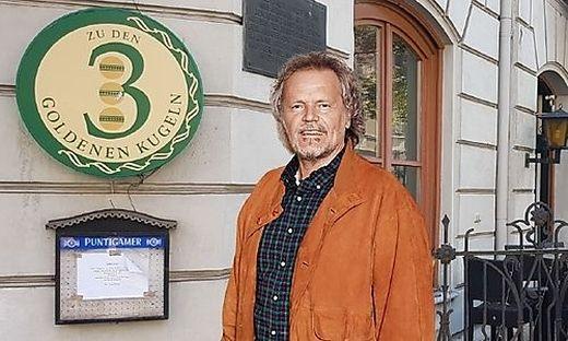 Gerhard Stangl hat die Goldenen Kugeln bei der Uni neu eröffnet