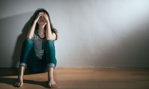 woman having depression bipolar disorder trouble