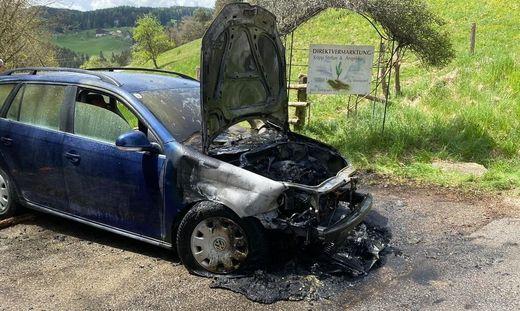 Das Auto brannte komplett aus
