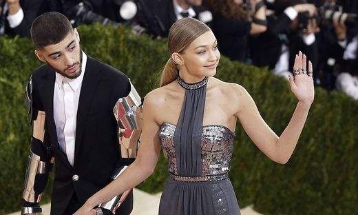MET Gala 2016 Gigi Hadid and Zayn Malik arrive on the red carpet at the Costume Institute Benefit at