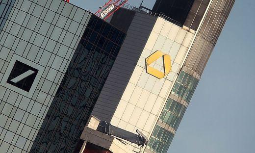 In direkter Nachbarschaft: Die Zentralen der Deutsche Bank und der Commerzbank in Frankfurt