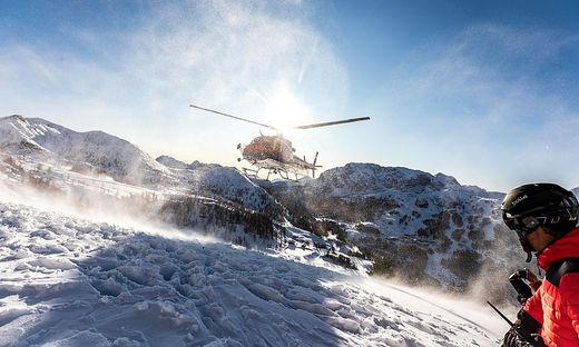 """Der Polizeihubschrauber """"Libelle"""" (Foto) konnte diesmal nicht starten. Die drei Jugendlichen, die sich am Nassfeld verirrt hatten,  wurden von einem italienischen Hubschrauber geborgen (Symbolfoto)"""
