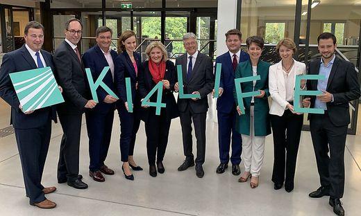 Wilfried Sihn (l.) mit Unterstützern des Freunhofer Innovationszentrums in Klagenfurt