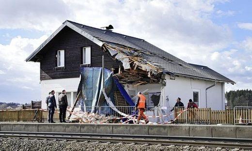Nach Bahnunfall: Wohnhaus muss abgetragen werden