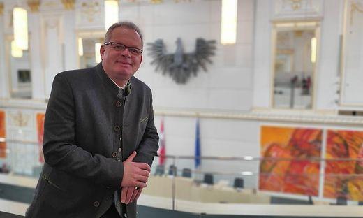 Klaus Köchl an seinem neuen Arbeitsplatz – im Parlament in Wien
