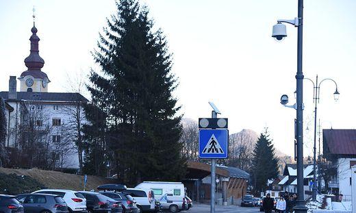 Das Grenzstädtchen Tarvis lässt mehr Kameras auf Masten (oben) montieren