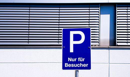 Dauerparken soll mit solchen Tafeln verhindert werden