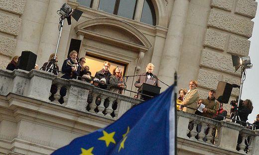 Peter Simonischek am Balkon Direktionsbalkon des Burgtheaters