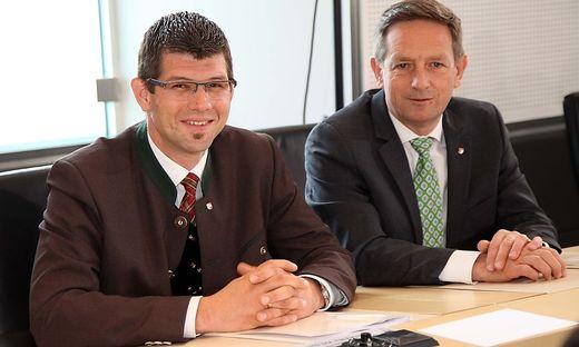 Landesrat Martin Gruber mit seinem Vorgänger - auch als Parteichef - Christian Benger