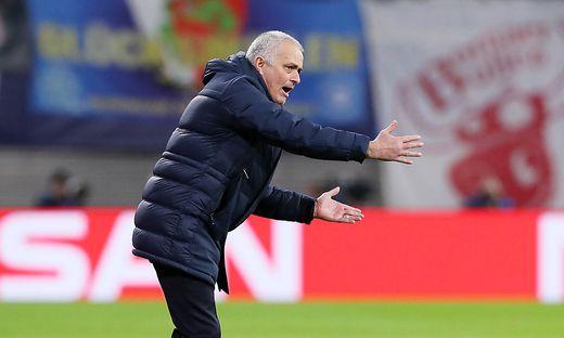 Jose Mourinho hilft