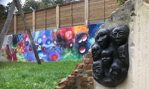 Private Initiative: das Denkmal am Gelände der Waldorfschule