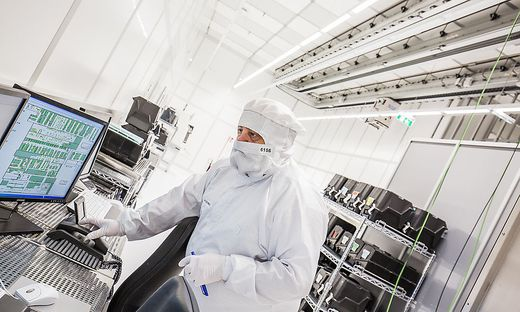 """Reinraum bei Infineon in Villach. """"Aufbau von High-Tech Standorten in Kärnten schreitet voran"""""""