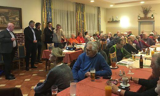 Das Gasthaus Kuhness in Bruck-Oberaich war am Donnerstagabend gut besucht. Schon nach kurzer Zeit wurde heftig diskutiert