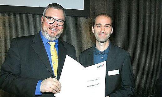 Sektionschef Peter Wanka (links) ehrte Thomas Winkler in Wien