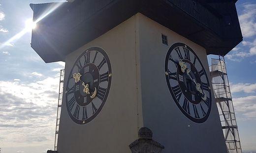 Ein Gerüst verstellt derzeit ein wenig den Blick auf den Grazer Uhrturm