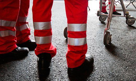 Die Lenkerin des Leichtmotorrades wurde beim Unfall verletzt und von der Rettung ins UKH Klagenfurt eingeliefert (Symbolfoto)