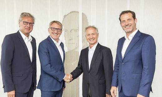 Gratulieren dem neuen Obmann der Sparte Industrie, Max Oberhumer (2.v.r.): WKO Steiermark Direktor Karl-Heinz Dernoscheg, Präsident Josef Herk und Industrie-Spartengeschäftsführer Jürgen Steinecker (v.l.)