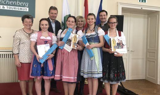 Die stolzen Siegerinnen der Polytechnischen Schule Leibnitz