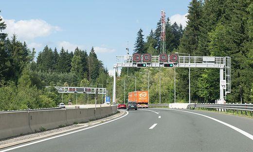 Fuß vom Gas zwischen Griffen und St. Andrä - in beide Richtungen