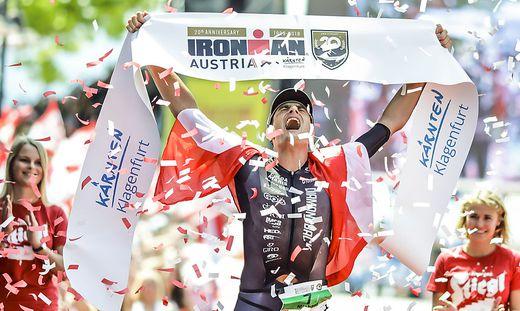 IRONMAN 2018 - Zieleinlauf und Siegerehrung TOP 3 Männer - Klagenfurt Juni 2018