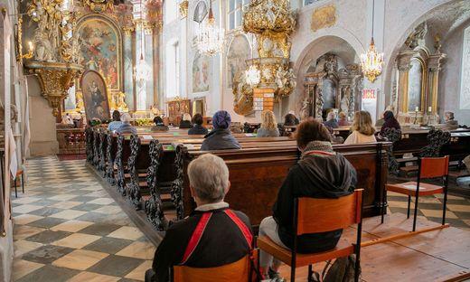 Ab Freitag ist die Maske auch beim Betreten und Verlassen der Kirche wieder Pflicht