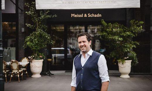 Florian Weitzer vor dem Meissl und Schadn Wien