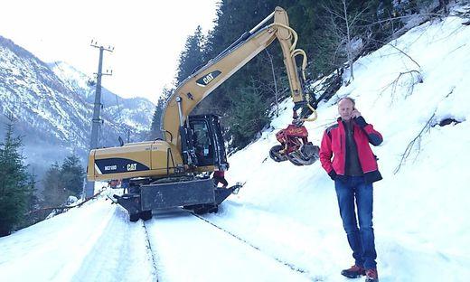 Der Mölltaler Robert Unterrainer sorgt dafür, dass die Gleisanlagen der ÖBB frei bleiben