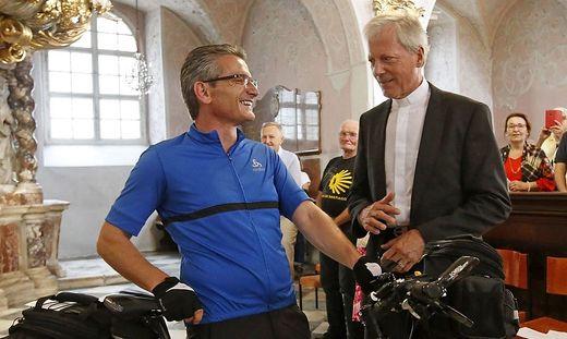 Schon im Sommer 2019 brachte Stabentheiner Protestunterschriften gegen die Absetzung von Guggenberger als Diözesanadministrator mit dem Rad nach Rom.