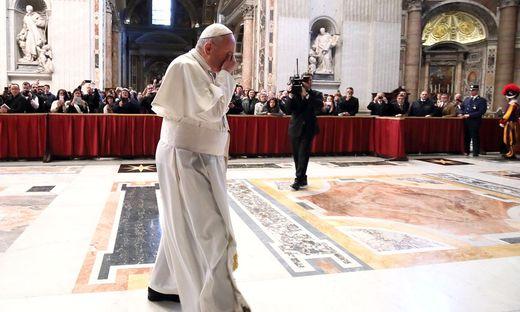 Papst Franziskus sei einsam, sagt der Vatikankenner Marco Politi