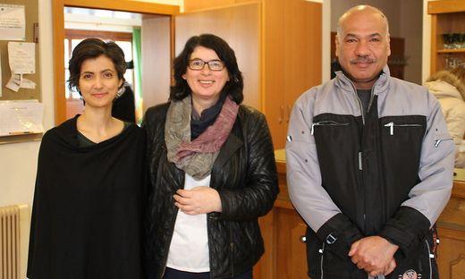 Devi Ilene Singh und Evelin Pircer mit Assaf beim Interkulturellen Frühstück im Stadthaus