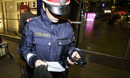 Polizistin im Einsatz