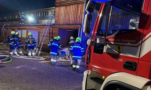 Rund 100 Feuerwehrleute waren bei dem Brand im Einsatz