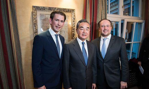Bundeskanzler Sebastian Kurz, der chinesische Außenminister Wang Yi und Österreichs Außenminister Alexander Schallenberg im Rahmen der 56. Münchner Sicherheitskonferenz