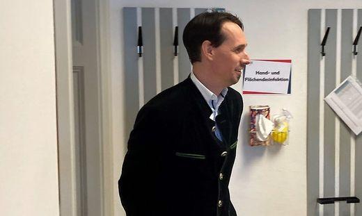 Getestet, aber nicht geimpft, erschien Martin Rutter vor Gericht. Er durfte die Aussagen ohne Maske tätigen