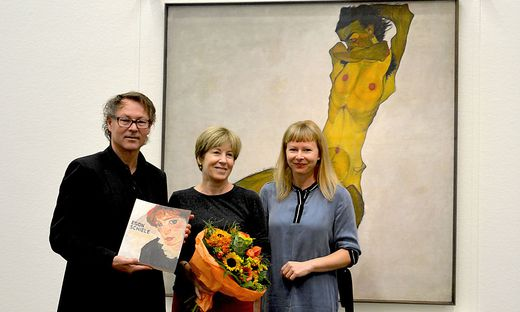 Direktor Hans-Peter Wipplinger, Besucherin Sylvie Leveque, Kuratorin Verena Gamper