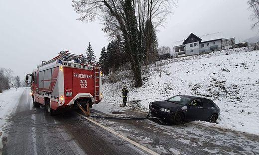 Die Frau, die das Auto gefahren hat, wurde leicht verletzt