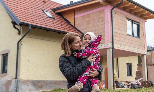 Madeleine Heinrich mit Töchterchen Valerie (1)