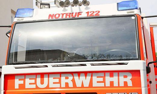 Die Feuerwehrleute rückten mit einem Auto aus (Sujetbild)
