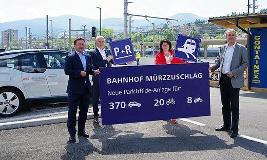 Hubert Hager (ÖBB), Landesrat Hans Seitinger, LAbg, Helga Ahrer, Bürgermeister Karl Rudischer (von links)