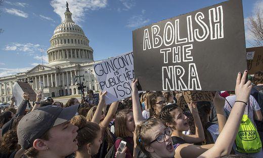 Trump verspricht der Waffenlobby, die Gesetze nicht zu verschärfen