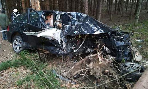 Das Fahrzeug wurde total zerstört