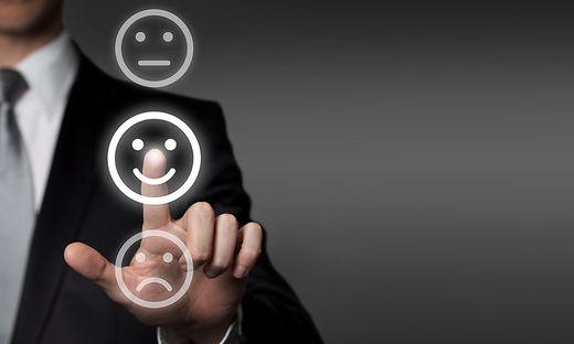 Das Abschwächen und Verstärken von Emotionen hat laut aktueller Studie mit den Persönlichkeitsmerkmalen Offenheit auf der einen Seite sowie Neurotizismus und Gewissenhaftigkeit auf der anderen Seite zu tun