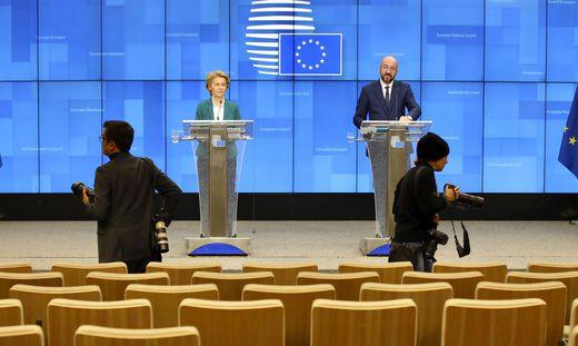 Ursula von der Leyen und Charles Michel bei der Pressekonferenz