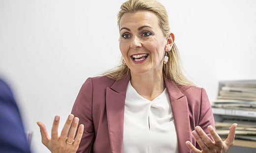 Mag. Christine Aschbacher Bundesministerin fuer Arbeit, Familie und Jugend - Klagenfurt Juli 2020
