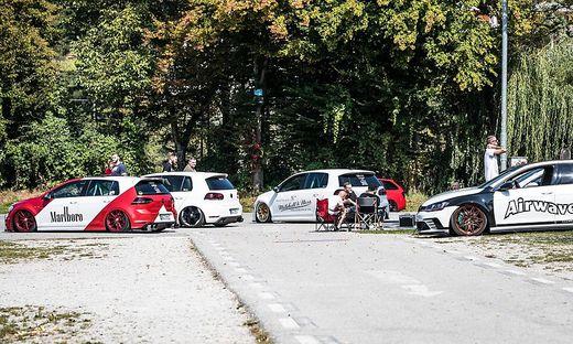 Die ersten - noch maskenlosen - GTI-Fans sind schon in Kärnten