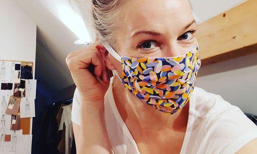 Designerin Gina Drewes verkauft neben Mode auch Masken
