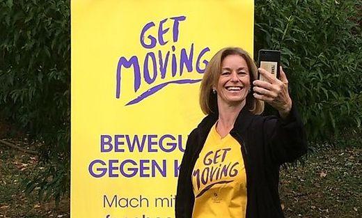 Birgit Jungwirth von der Krebshilfe macht vor, wie es geht