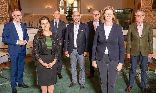 Soziallandesrätin Doris Kampus und Wirtschaftslandesrätin Barbara Eibinger-Miedl analysierten mit den Spitzen der steirischen Sozialpartner und des AMS